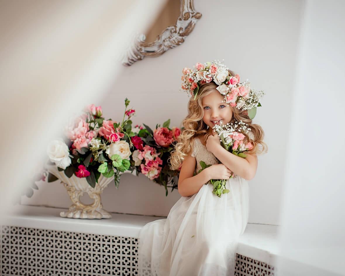 Фото девочки с цветами
