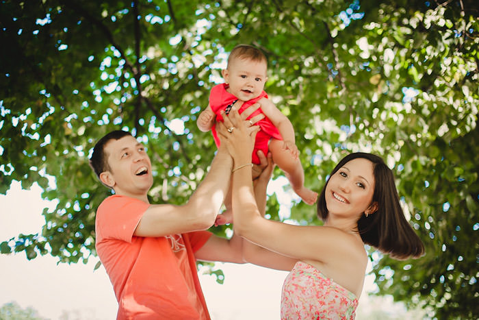 Семейная фотосессия пара с ребенком