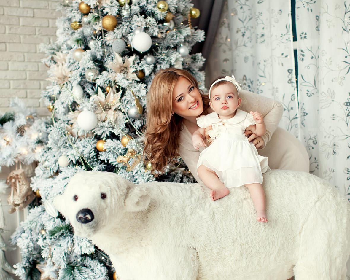 Малыш на медведе