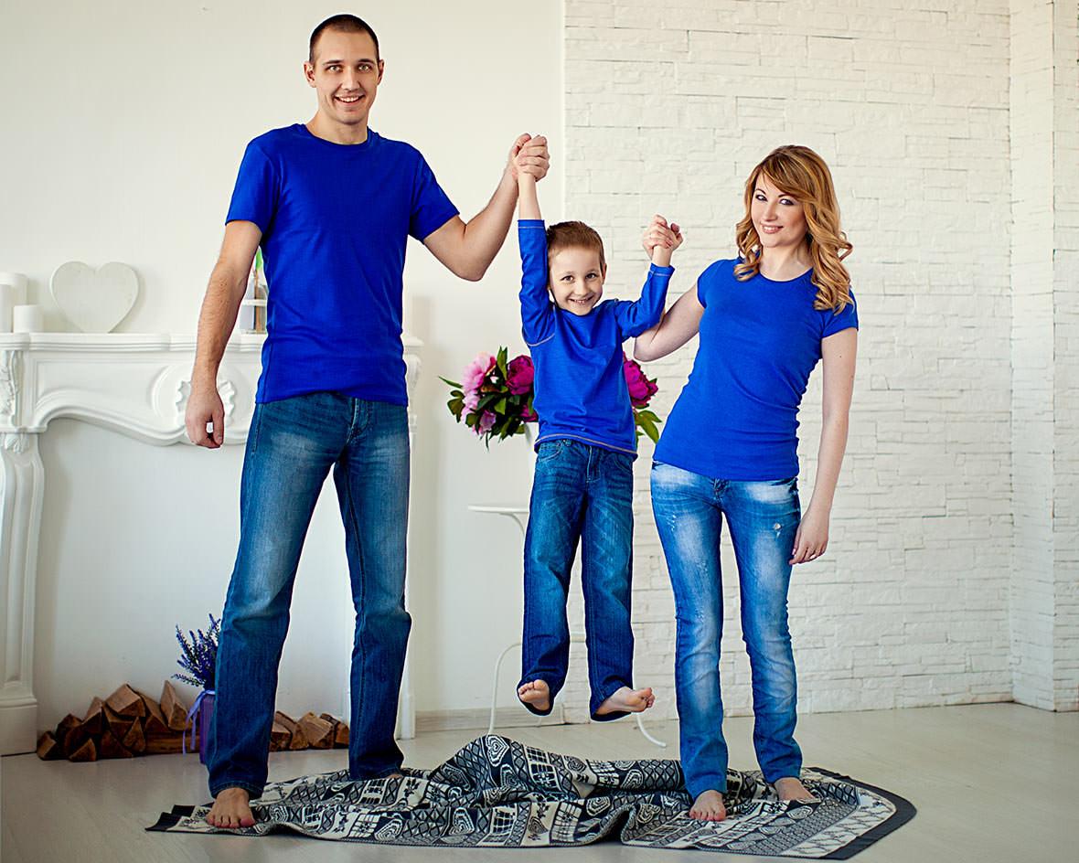 Студийная фотосессия всей семьей