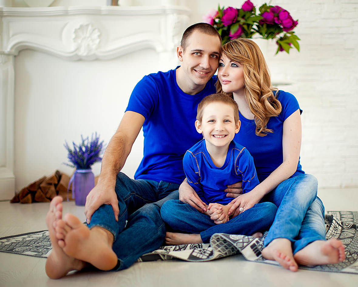 Семья в синем