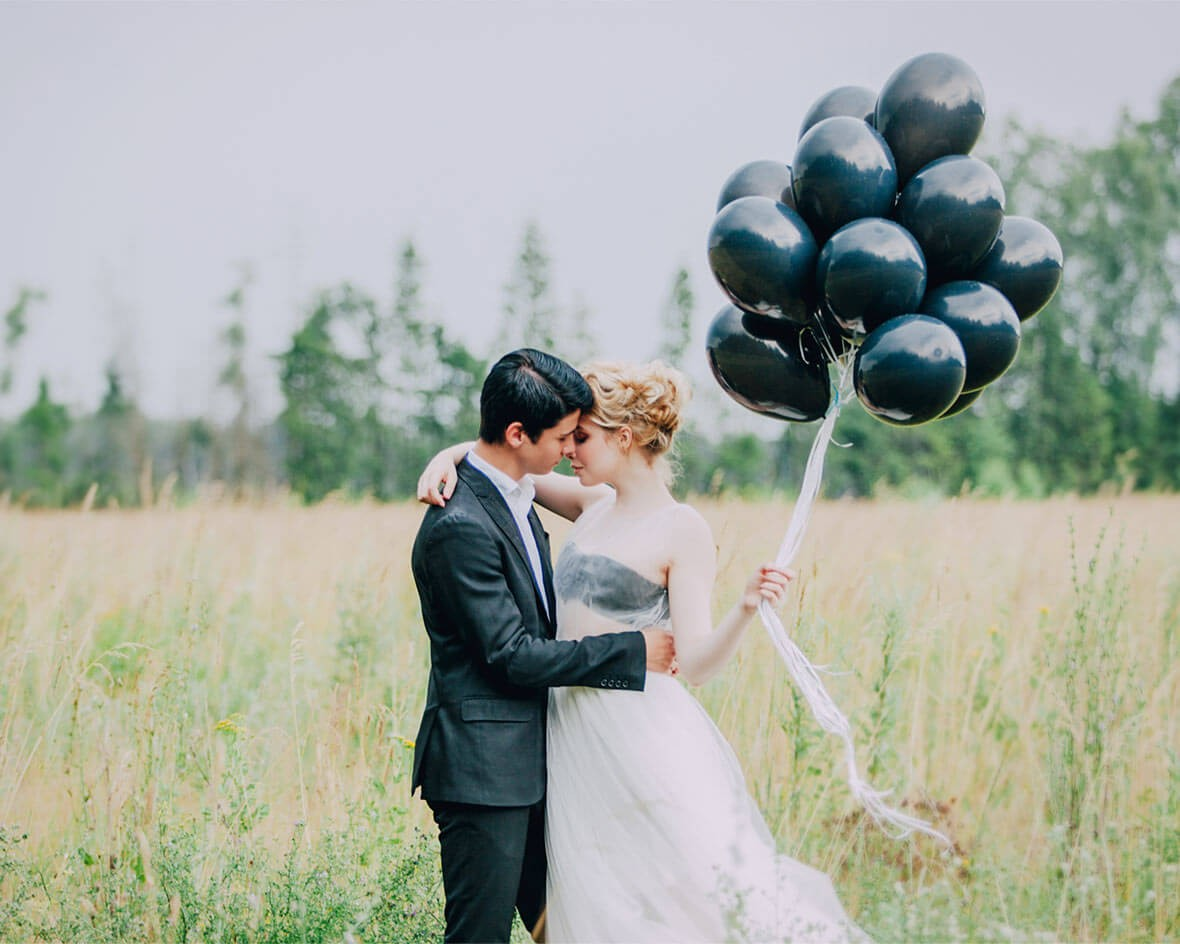 Черные воздушные шары на свадьбе