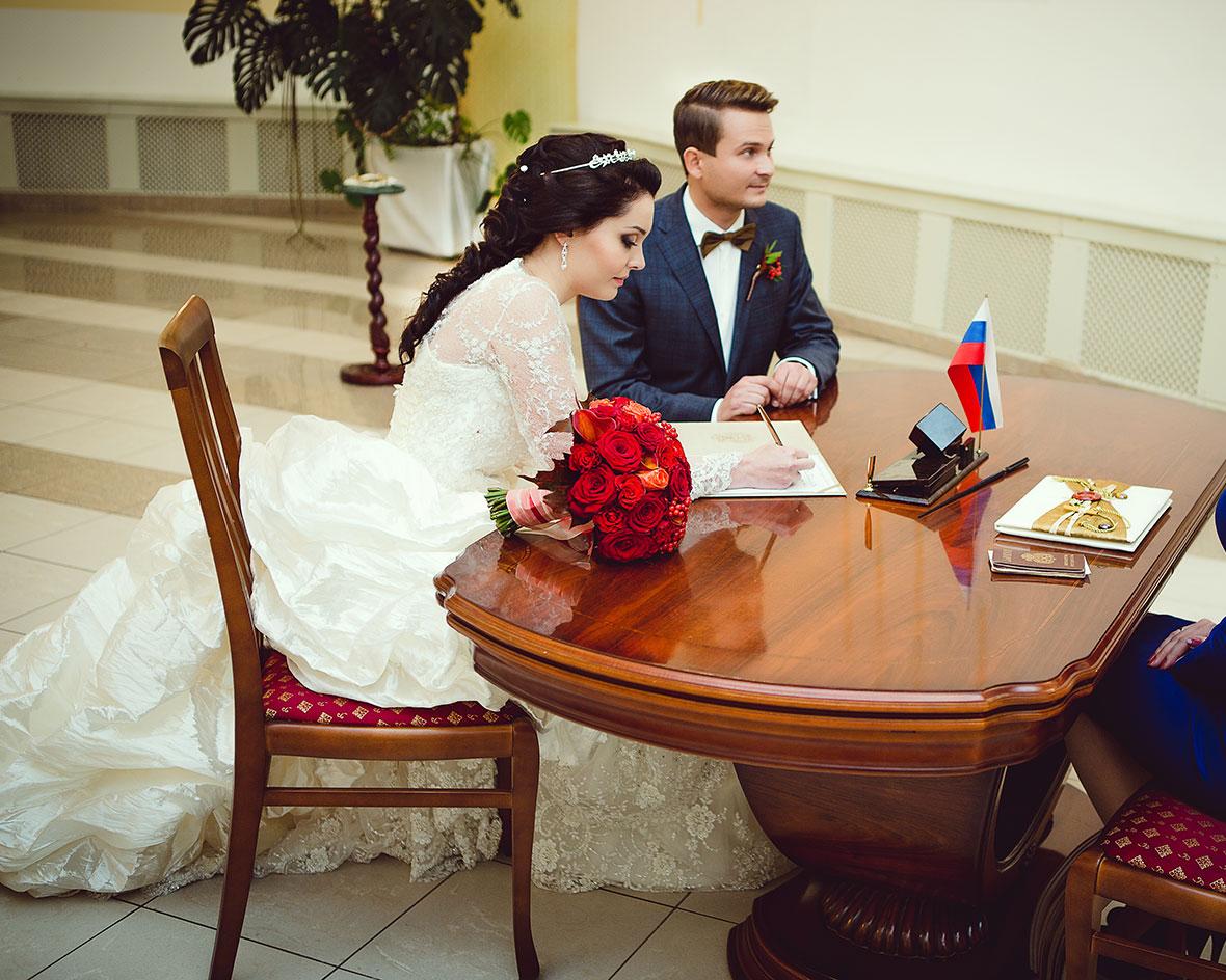 Свадебное фото в ЗАГСе